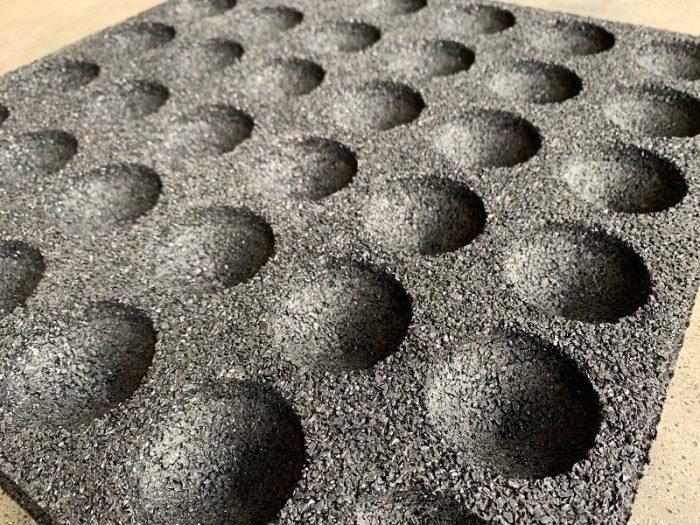 granulaat tegel onderkant